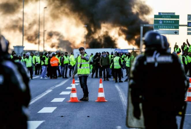 Staking door gele hesjes in Frankrijk zet door